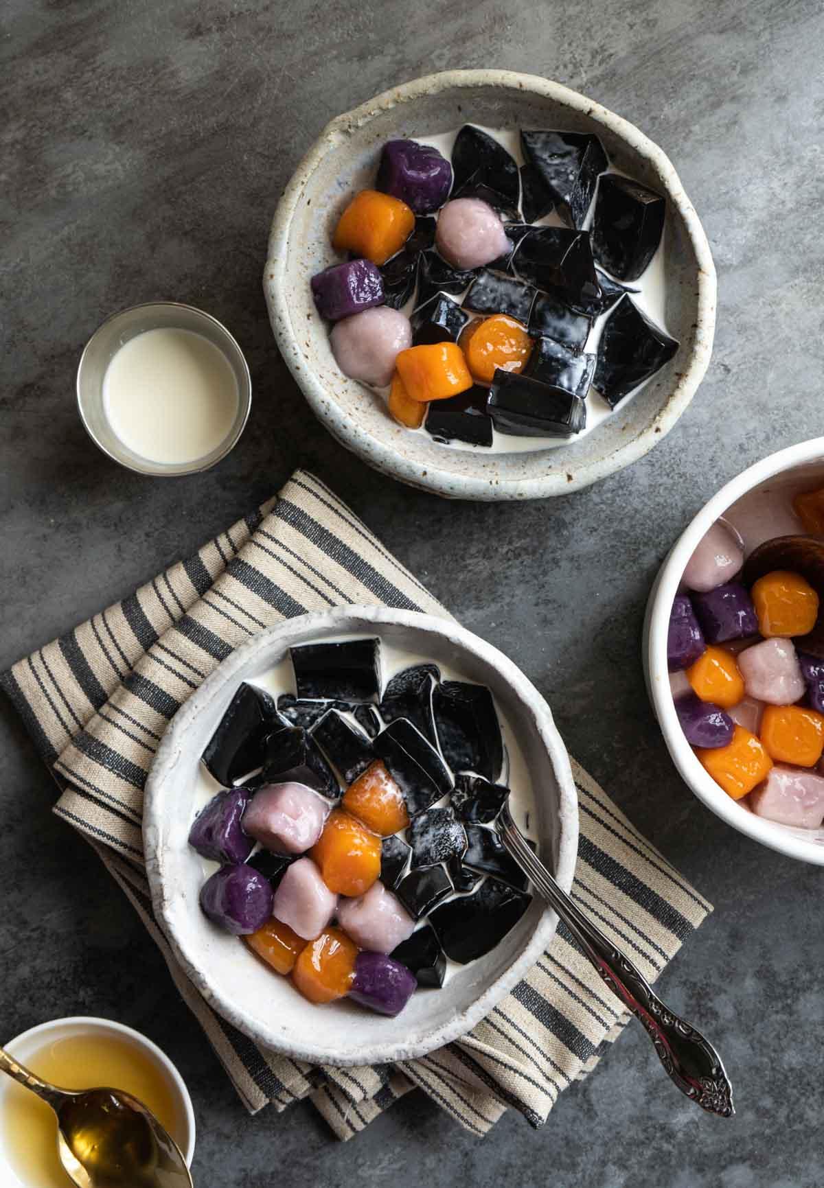 Meet Fresh style taro balls with grass jelly dessert.