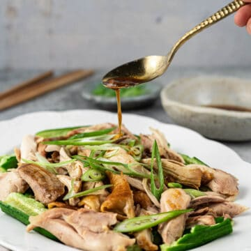 Drizzle dressing over Shandong chicken.